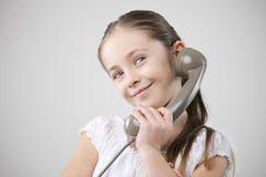 有葡萄酒电话的小女孩 免版税库存照片