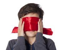 有蒙住眼睛的眼睛的孩子 库存图片