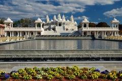 白色印度寺庙在阳光下 免版税库存图片