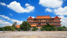 有蓝天的中国佛教徒修道院 免版税库存照片