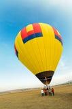 有蓝天的五颜六色的热空气气球 免版税库存照片