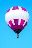 有蓝天的五颜六色的热空气气球 图库摄影
