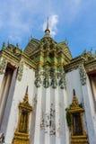 有蓝天的,曼谷古老Wat Pho寺庙在泰国 库存照片