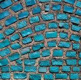 有蓝宝石岩石的墙壁。 免版税库存图片