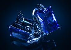 有蓝宝石的珠宝耳环 免版税图库摄影