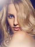 有蓝眼睛的可爱的女孩 免版税库存照片
