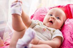 有蓝眼睛的小女孩关闭  免版税库存图片