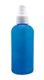 有蓝色分配器的塑料干净的白色瓶 免版税库存图片