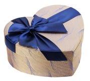 有蓝色弓的心形的礼物盒 免版税库存照片