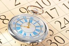 有蓝色时钟表盘的美丽的手表 免版税图库摄影