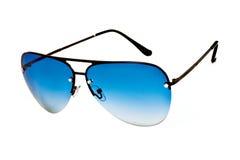 有蓝色透镜的时髦的时尚太阳镜 库存照片
