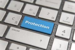 有蓝色钥匙的键盘进入并且措辞保护按钮现代个人计算机 免版税库存图片