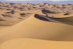 有蓬卡车在撒哈拉大沙漠 免版税库存照片