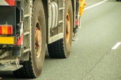有蓬卡车汽车详述不同的推进等充分的轻的乘客系列拖拉机拖车卡车卡车有篷货车通信工具轮子 免版税库存照片
