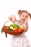 有蔬菜和水果的愉快的小女孩 免版税图库摄影