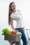 有蔬菜和水果的快乐的小姐 免版税库存照片