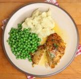 有蔬菜餐的被烘烤的胆小基辅乳房 库存图片