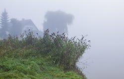 有薄雾在秋天季节 图库摄影