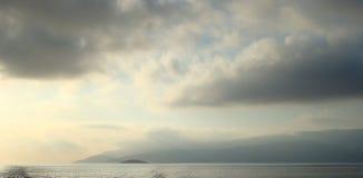 有薄雾的云彩,希腊 免版税库存图片