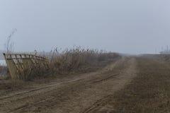 有薄雾的堤防 免版税库存照片