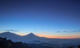 有薄雾的婆罗浮屠 图库摄影