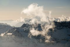有薄雾的山峰 免版税库存照片