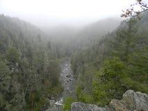 有薄雾的山景 库存图片