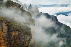 有薄雾的山 图库摄影