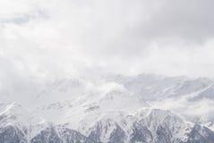 有薄雾的山 免版税图库摄影