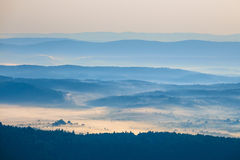 有薄雾的早晨 免版税库存照片