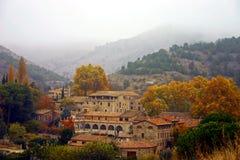 有薄雾的村庄 免版税库存图片