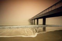 有薄雾的桥梁 库存照片