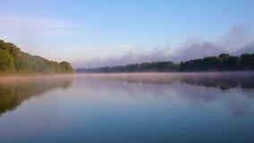 有薄雾的河 股票录像