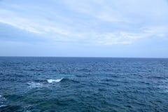 有薄雾的海洋 免版税库存图片