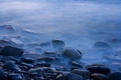 有薄雾的石头 库存图片