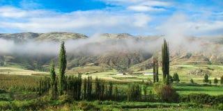 有薄雾的秘鲁谷 免版税库存图片
