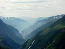 有薄雾的谷 免版税图库摄影