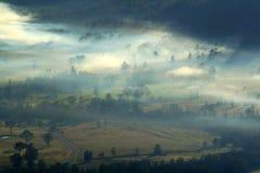 有薄雾的谷 免版税库存照片