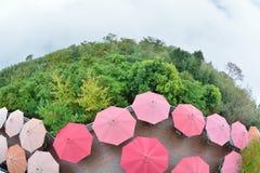 有薄雾的雨开放红色伞 免版税图库摄影