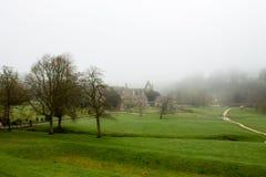 有薄雾的风景在Wharfedale 免版税库存照片