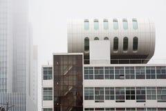 有薄雾的鹿特丹 免版税图库摄影