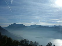 有薄雾的schliersee 库存照片