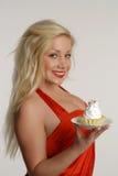 有蛋糕的秀丽女孩 库存图片