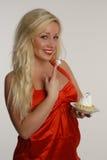 有蛋糕的秀丽女孩 库存照片