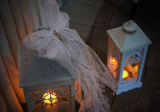 有蜡烛的两个装饰灯笼 免版税库存照片