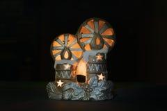 有蜡烛的新年的玩具 免版税库存照片