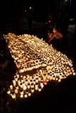 有蜡烛的纪念品在Kalevankangas公墓 免版税库存图片