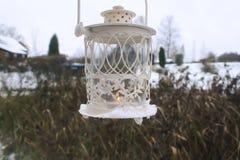 有蜡烛的装饰灯笼在秋天公园晚上 库存照片