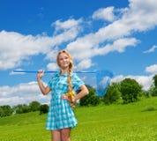 有蝴蝶净额的俏丽的女孩 免版税图库摄影