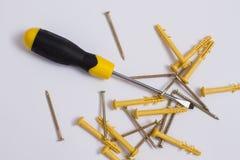 有螺丝和定缝销钉的螺丝刀 免版税库存图片